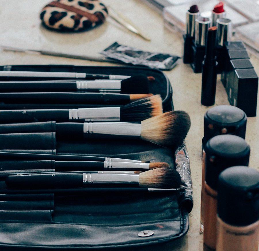 make-up-1209798_1280 (1).jpg